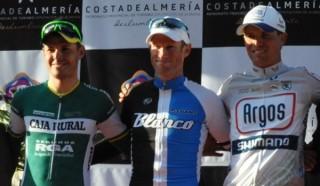 Podio de la 28 edición de la Clásica de Almería en el que no pudo estar ningún corredor nacional.