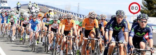Imagen del pelotón durante la Vuelta a La Rioja. Foto: Diario La Rioja