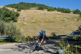 Iosu Angoitia (Specialized-Contador) intentó el triunfo desde lejos con un ataque en los altos de Vallejo de Orbó y Valle de Santullán. Foto: Manuel Rodríguez/Foturcantabria