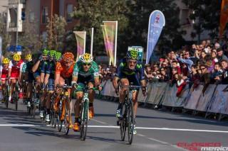 Movistar, con Pablo Lastras a la cabeza, al frente del grupo que se disputó el triunfo final. Foto: La Clásica de Almería