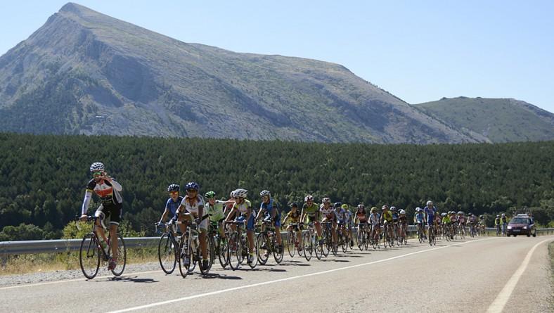 Dos centenares de deportistas participan en nuestro Campus Nacional de Ciclismo base en Velilla del Río Carrión